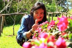 Donna con i fiori Immagini Stock Libere da Diritti