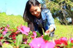 Donna con i fiori Fotografie Stock Libere da Diritti