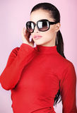 Donna con i grandi vetri di sole Fotografie Stock