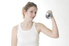 Donna con i pesi immagine stock