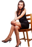 Donna con i piedini sexy piacevoli che si siedono sulla presidenza Fotografia Stock Libera da Diritti