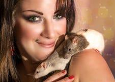 Donna con i ratti Fotografie Stock