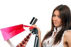 Donna con i sacchetti di acquisto, scheda del regalo di accreditamento Fotografie Stock Libere da Diritti