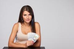 Donna con i soldi del dollaro americano Immagini Stock