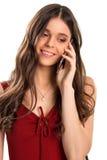 Donna con i sorrisi del telefono Fotografie Stock