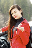 Donna con i tasti dell'automobile. Immagine Stock