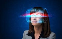 Donna con i vetri astuti alta tecnologia Fotografia Stock Libera da Diritti