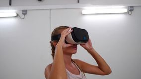 Donna con i vetri di VR video d archivio