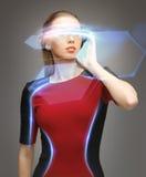 Donna con i vetri futuristici Fotografia Stock