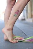 Donna con il brillare-tatuaggio 04 Immagine Stock Libera da Diritti
