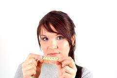 Donna con il brunette attraente di misurazione Fotografie Stock Libere da Diritti