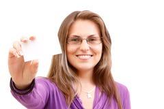 Donna con il businesscard fotografie stock libere da diritti