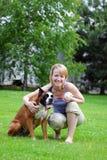Donna con il cane Fotografia Stock