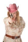 Donna con il cappello di cowboy dentellare che indica pistola fotografia stock libera da diritti