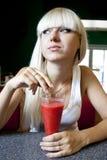 Donna con il cocktail Immagini Stock Libere da Diritti