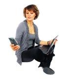 Donna con il computer portatile. immagine stock libera da diritti