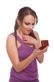 Donna con il contenitore di anello Fotografia Stock Libera da Diritti