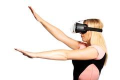 Donna con il dispositivo di VR Fotografia Stock
