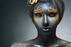 Donna con il fronte nero immagini stock