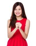 Donna con il gesto di congratulazione della mano immagini stock
