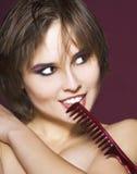 Donna con il hairbrush Fotografia Stock Libera da Diritti