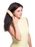Donna con il hairbrush Immagine Stock Libera da Diritti