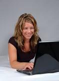 Donna con il Lap-Top Fotografia Stock Libera da Diritti
