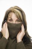 Donna con il maglione marrone Immagine Stock