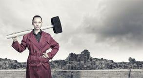 Donna con il martello Immagine Stock Libera da Diritti