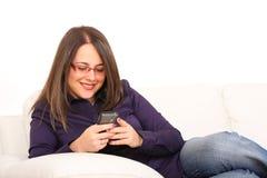 Donna con il mobile Fotografia Stock Libera da Diritti