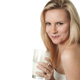 Donna con il moustache del latte Fotografia Stock Libera da Diritti