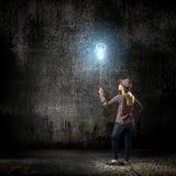 Donna con il pallone Fotografie Stock Libere da Diritti