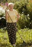 Donna con il rastrello Immagine Stock