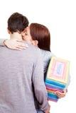Donna con il regalo che dà un abbraccio fotografia stock