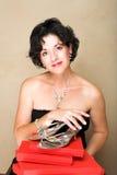 Donna con il regalo rosso fotografie stock