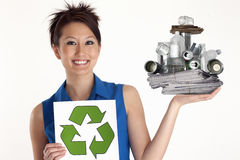 Donna con il riciclaggio del simbolo Fotografia Stock Libera da Diritti
