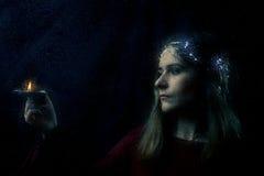 Donna con il ritratto della candela Fotografia Stock