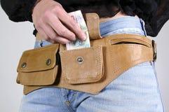 Donna con il sacchetto della fascia di soldi immagine stock libera da diritti