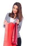 Donna con il sacchetto della spesa rosso Fotografia Stock