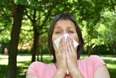 Donna con il sintomo di allergia Fotografia Stock Libera da Diritti