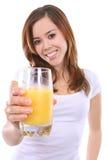 Donna con il succo di arancia fotografia stock libera da diritti