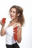 Donna con il succo di pomodoro Fotografia Stock