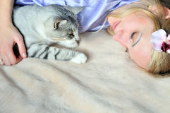 Donna con il suo animale domestico immagini stock libere da diritti