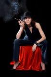 Donna con il supporto di sigaretta Immagini Stock