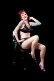 Donna con il tatuaggio su priorità bassa nera Fotografie Stock Libere da Diritti