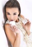 Donna con il vestito bianco Fotografia Stock