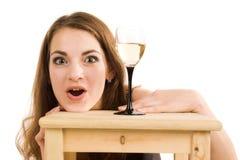 Donna con il vetro di vino fotografie stock libere da diritti