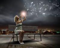 Donna con il violino Immagine Stock