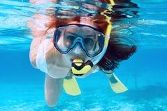 Donna con immergersi della maschera Fotografia Stock Libera da Diritti