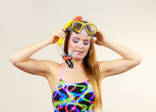 Donna con immergersi divertiresi della maschera Fotografia Stock Libera da Diritti